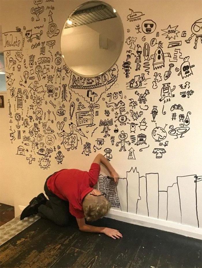 doodle-boy-decorates-restaurant-joe-whale-5-5dbfd6d862fab__700