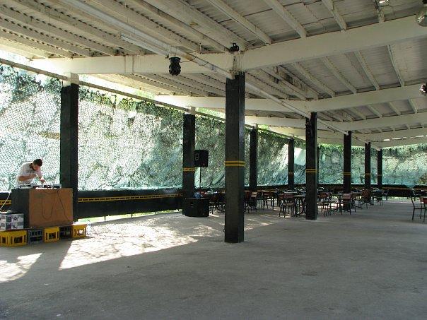 Клуб «Iron City» біля Студентського пляжу у 2008 році