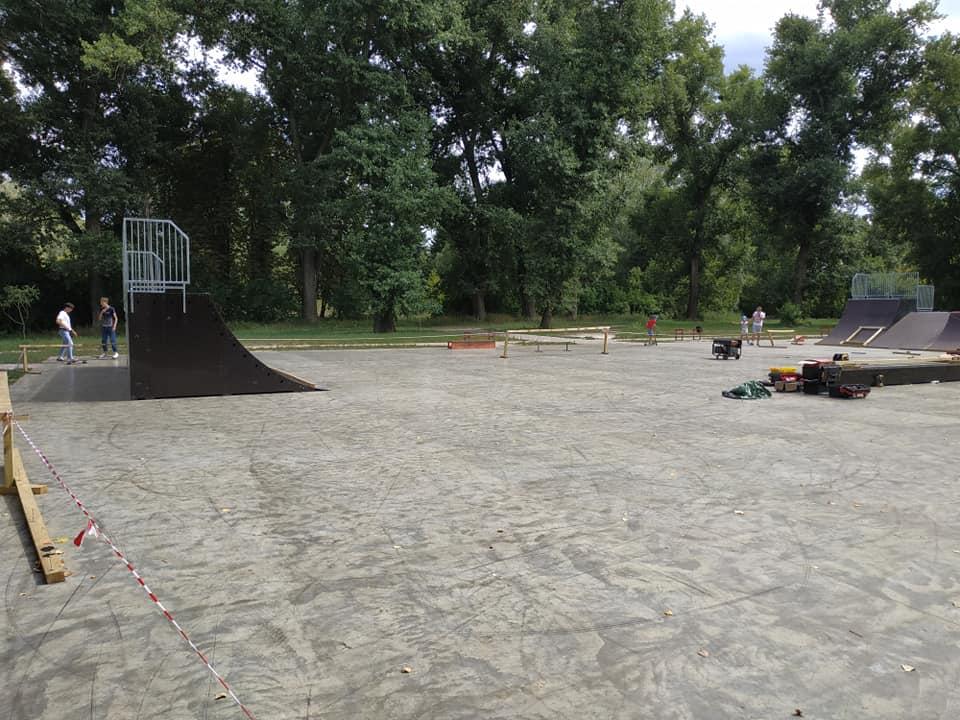 Будівництво скейт-парку.