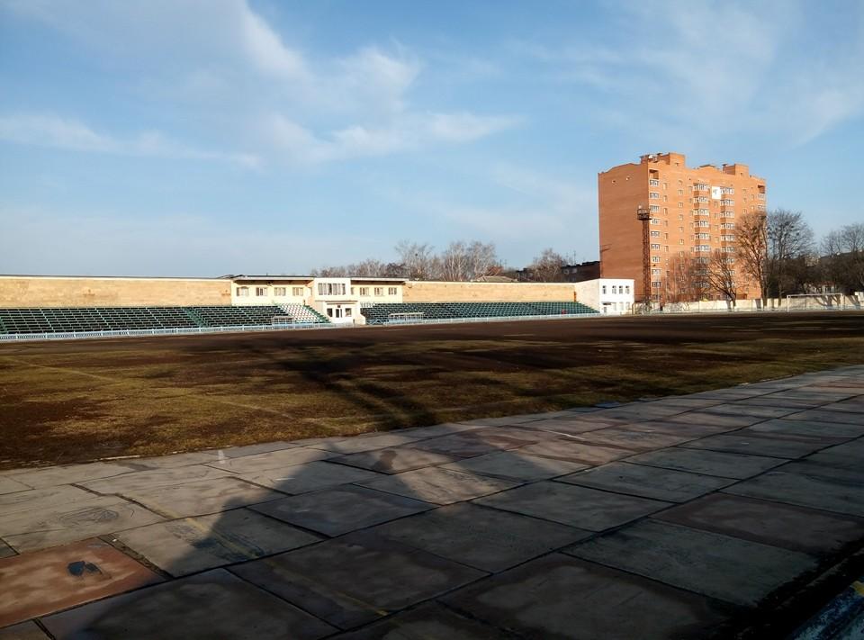 Резина на бігових доріжках та футбольне поле, березень 2016 року. Фото: Natali Rybalko