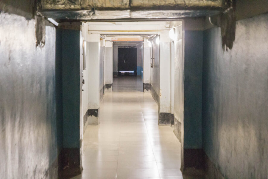 У кінці коридору вхід до гімнастичного залу