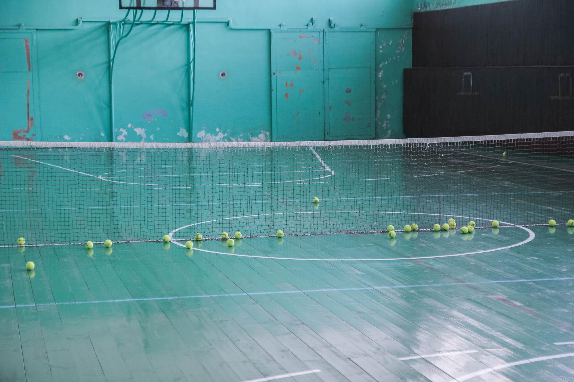 Зал, де займаються тенісом, волейболом та баскетболом. Фото: Цукр