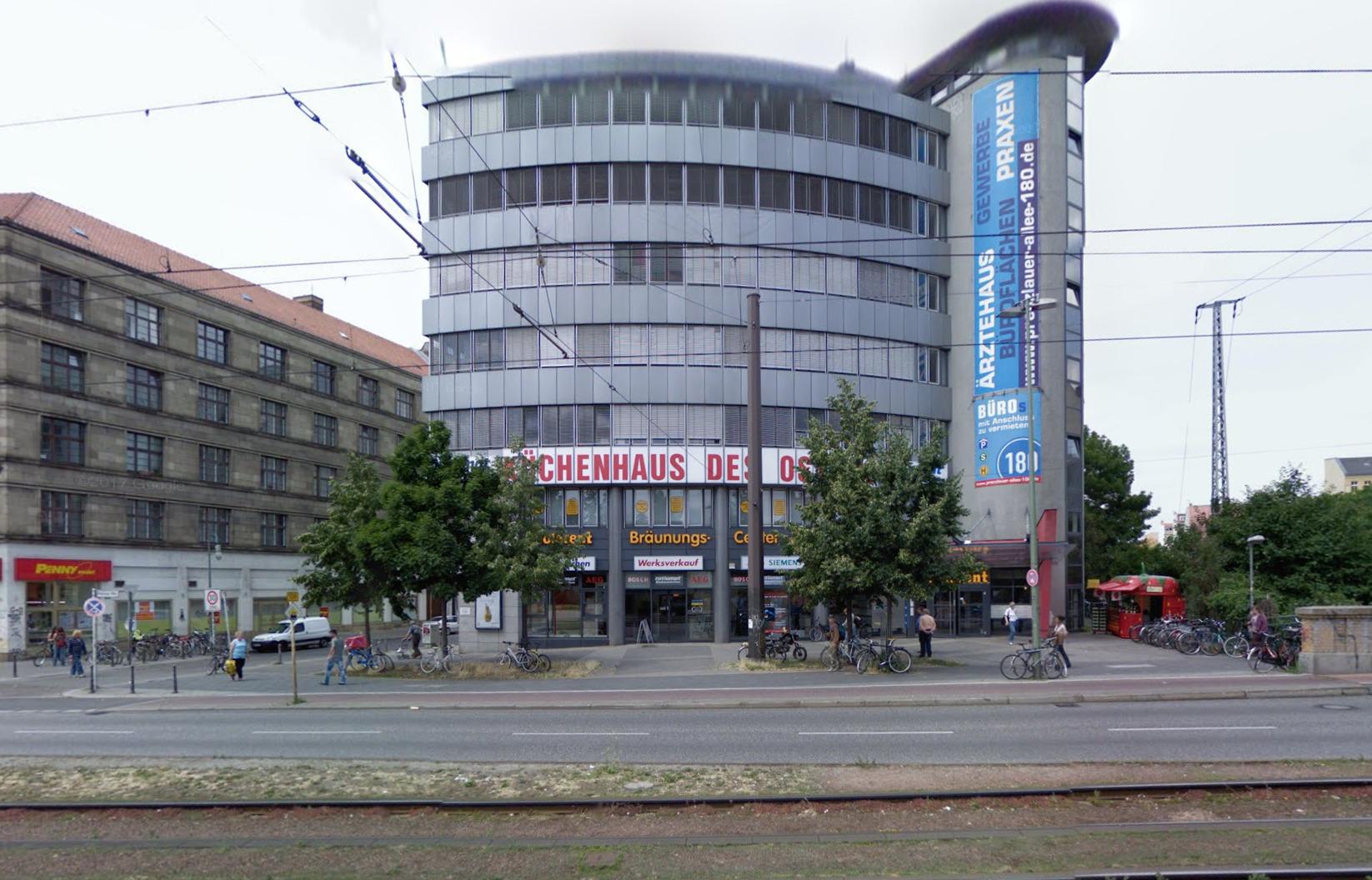 Офісна будівля в котрій знаходиться Praxis am Planetarium. Фото: Google Maps