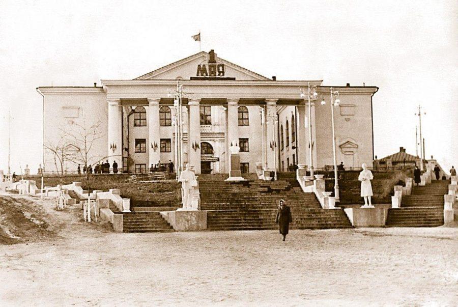 Палац культури імені Фрунзе, 1 травня 1953 року. Фото: з архіву групи «Мої Суми», facebook.com