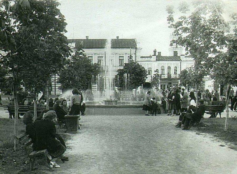 Червона площа, фонтан, 1949 рік. Фото: з архіву групи «Мої Суми», facebook.com