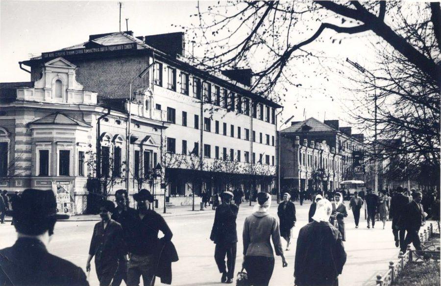 Вулиця Леніна, нині Петропавлівська. Фото: з архіву групи «Мої Суми», facebook.com