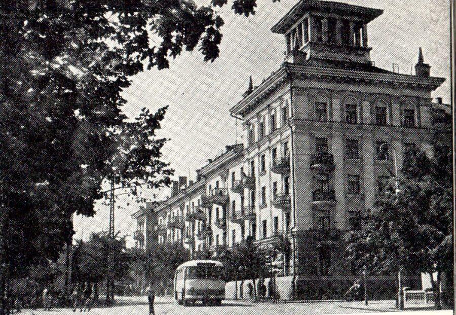 Вулиця Леніна, нині Соборна, 1966 рік. Фото: з архіву групи «Мої Суми», facebook.com