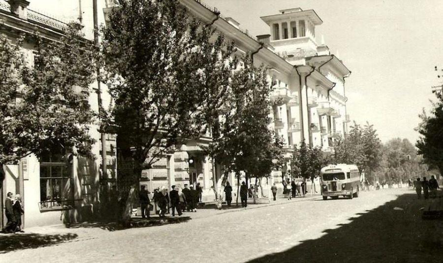 Вулиця Леніна, 50-ті роки. Фото: з архіву групи «Мої Суми», facebook.com