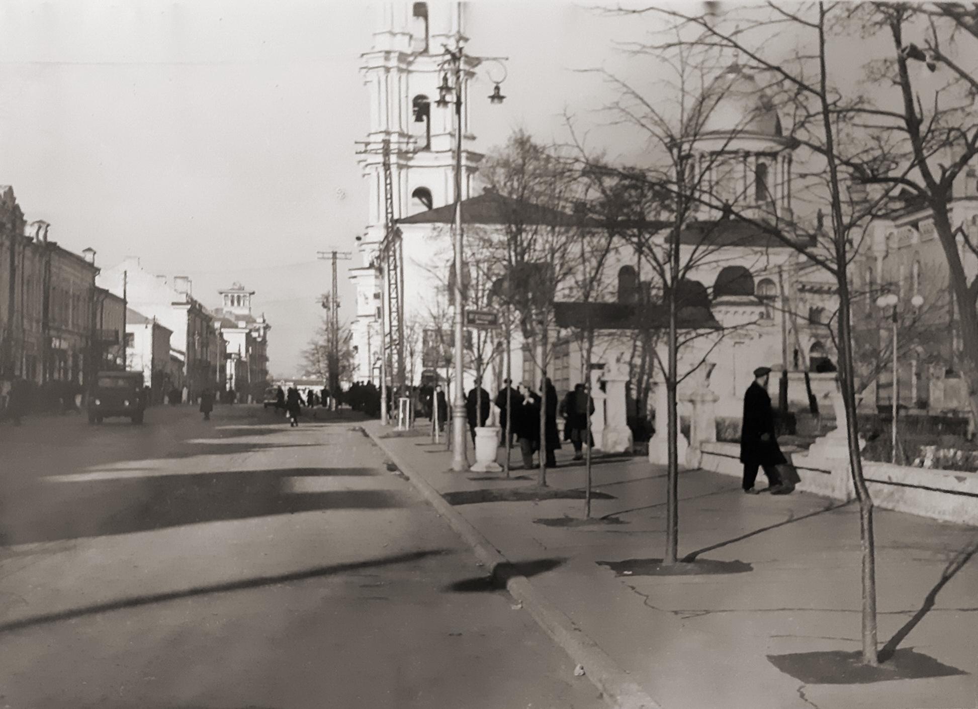 Вулиця Леніна, нині Соборна, 60-ті роки. Фото: з архіву групи «Мої Суми», facebook.com