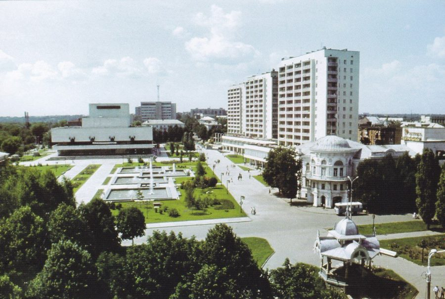 Театральна площа, 80-ті роки