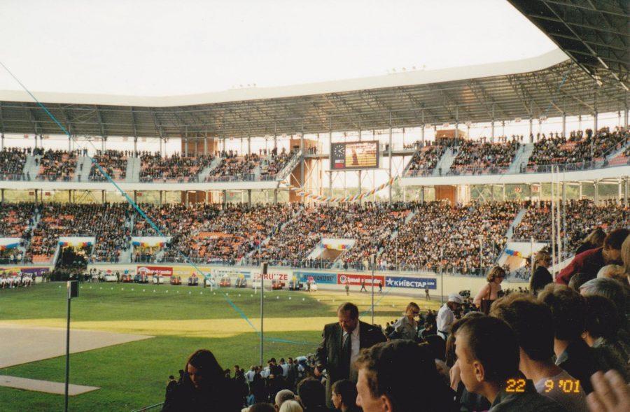 Відкриття стадіону «Ювілейний», 22 вересня 2001 року. Фото: Олексій Бондаренко