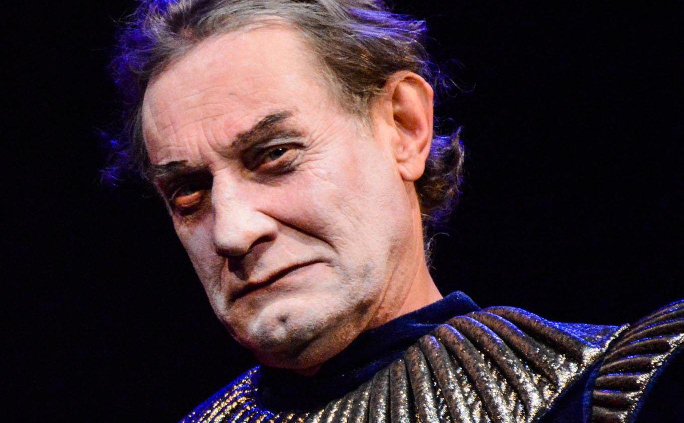 Сергій Медін у ролі Клавдія у виставі «Гамлет»
