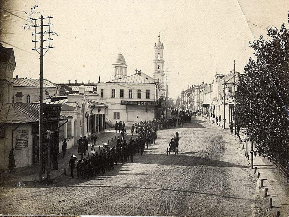 Вид із нині неіснуючої вулиці Миколаївської на Соборну, fandom.com